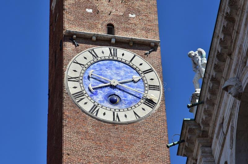 Horloge antique de Torre Bissara à Vicence photographie stock libre de droits