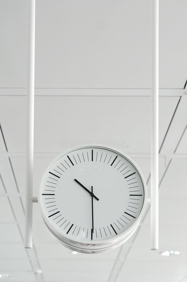 Horloge blanche s'arrêtante photos libres de droits