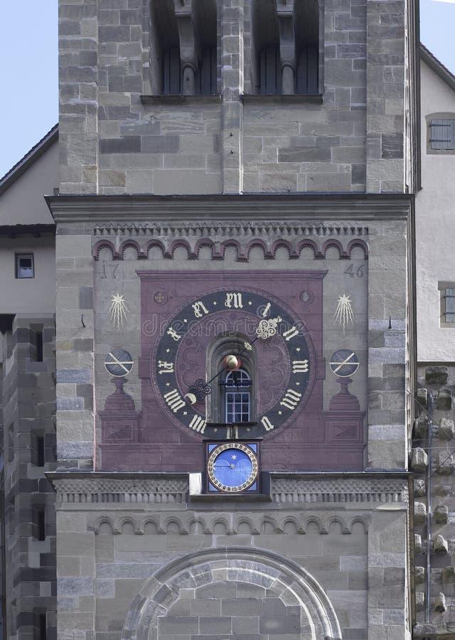 Horloge décorée d'église photo stock