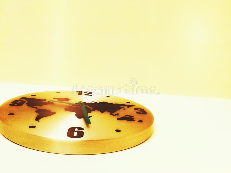 Horloge d'or du monde photo stock