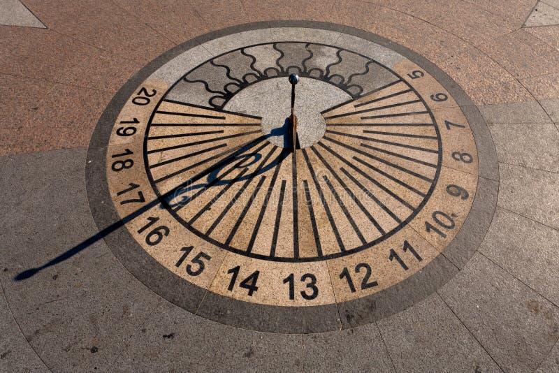 Horloge de cadran solaire photographie stock libre de droits