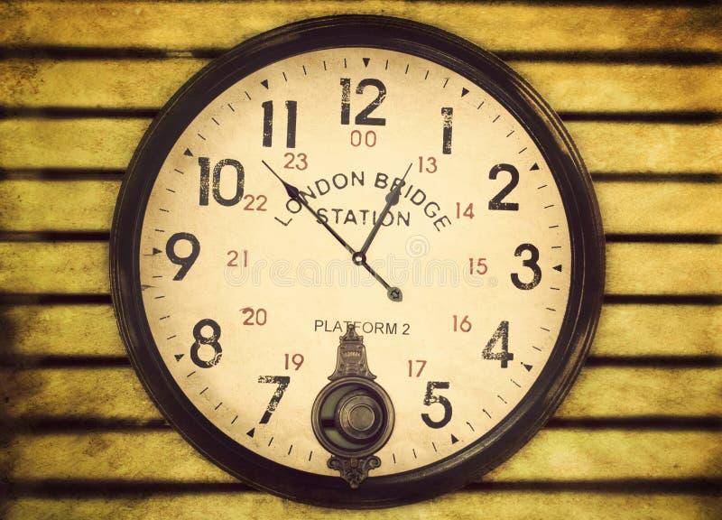 Horloge de gare de passerelle de Londres image stock