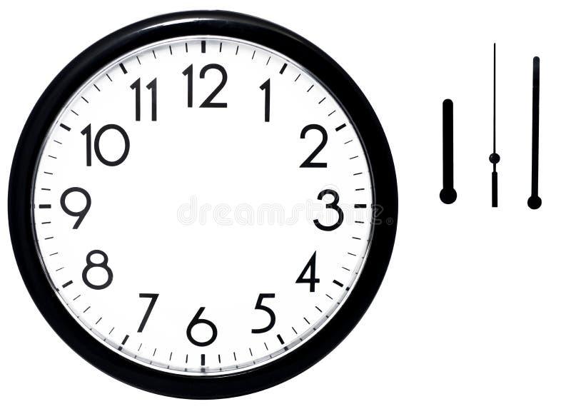 Horloge de mur noire D'isolement sur le fond blanc images libres de droits