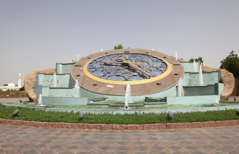 Horloge de rond point dans Al Ain photos stock
