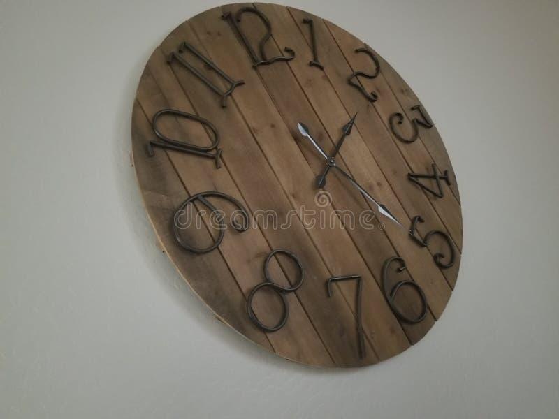 Horloge en bois photos stock