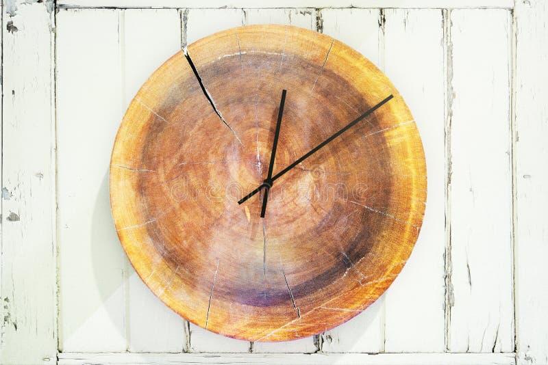 Horloge en bois de rond élégant illustration de vecteur