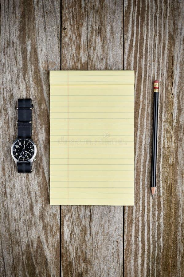 Download Horloge En Document En Potlood Stock Afbeelding - Afbeelding bestaande uit leer, nota: 54087963