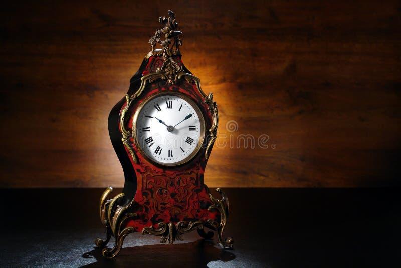 Horloge française antique d'écaille photo stock