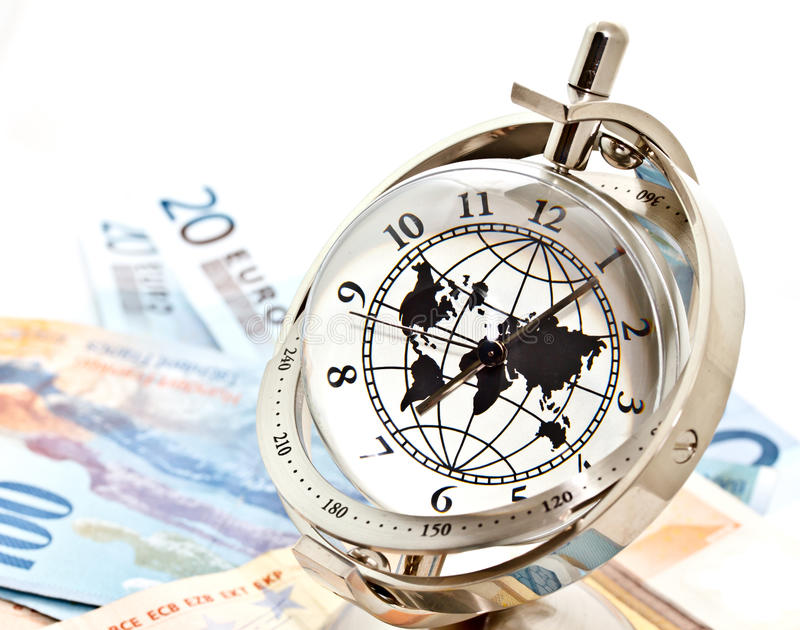 Horloge modèle globale avec les billets de banque 2 photo libre de droits