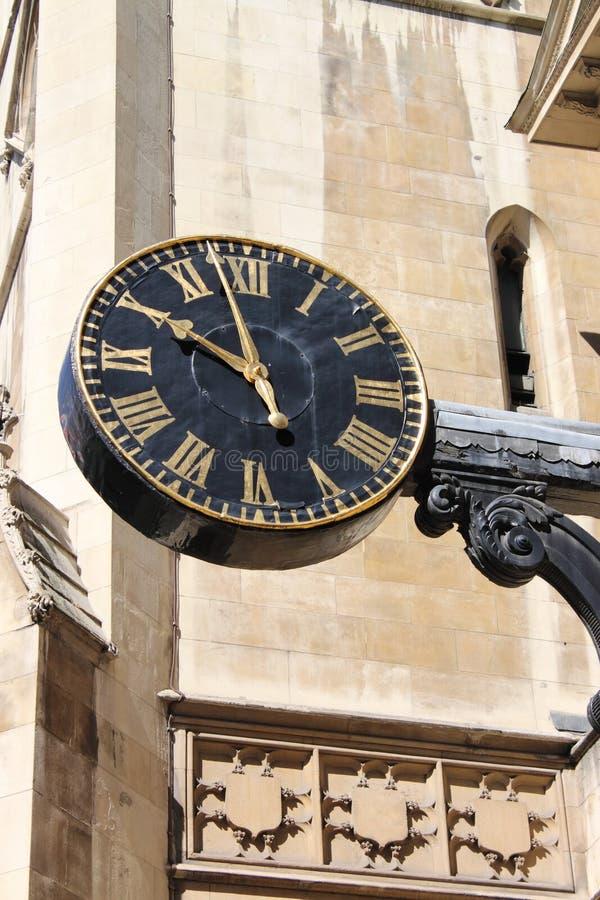 Horloge publique dans une rue de Londres image stock