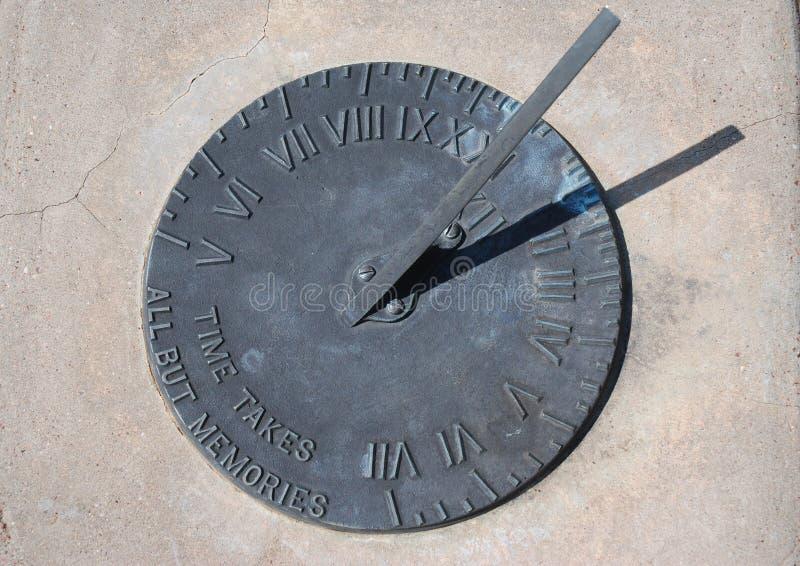 Download Horloge solaire photo stock. Image du innovation, écologique - 8654526