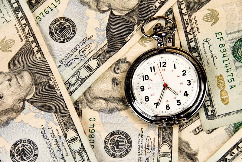 Horloge sur l'argent comptant images stock
