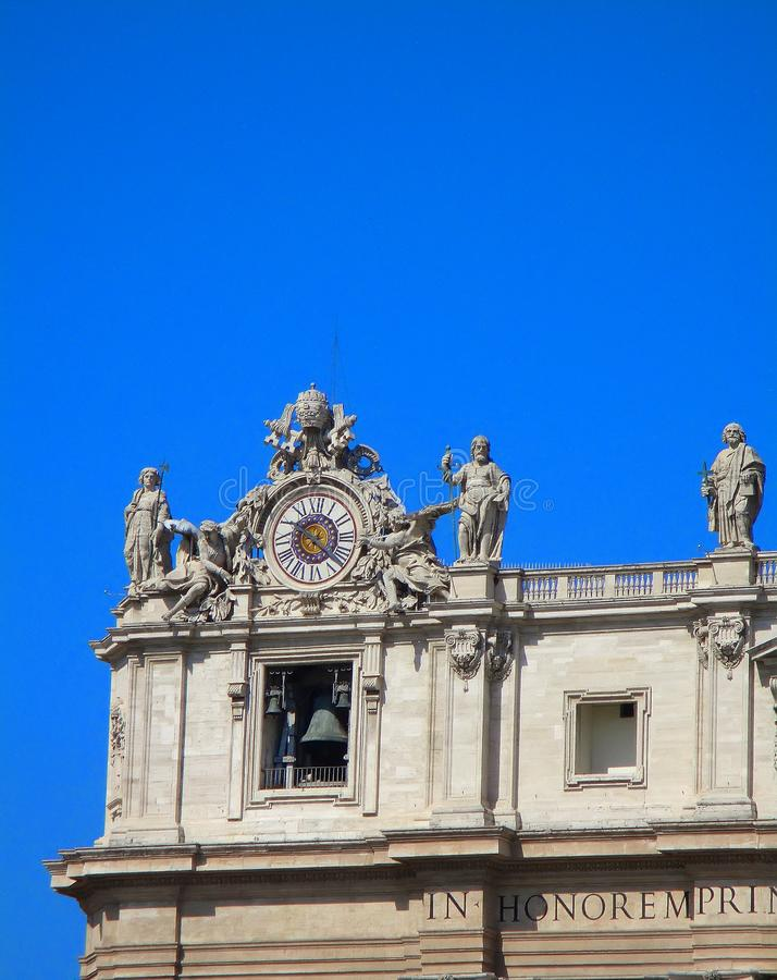 Horloge sur la fa?ade de la basilique de St Peter ville Italie Rome vatican photos libres de droits