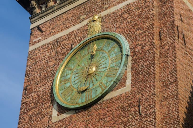 Horloge sur la tour du château royal de Wawel à Cracovie, Pologne photo stock