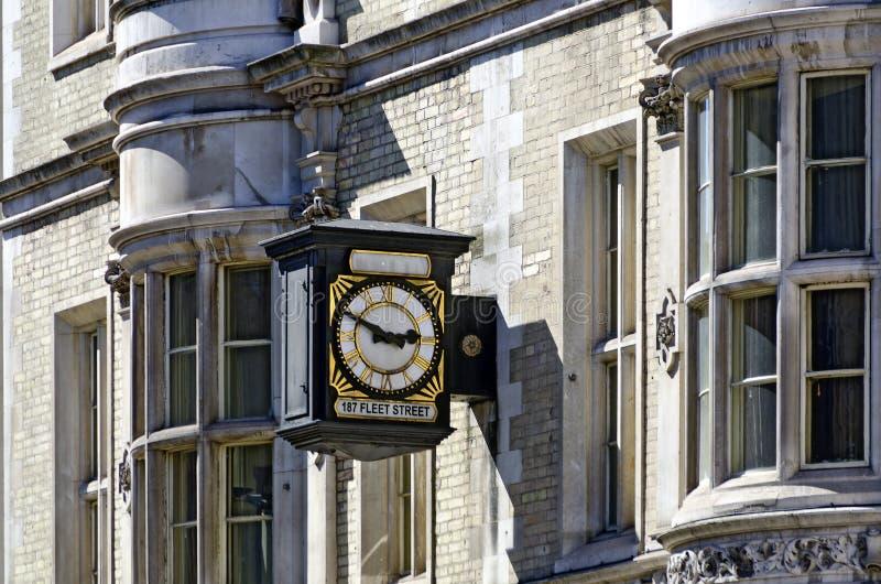 Horloge traditionnelle dans la Flotte-rue de Londres photo stock