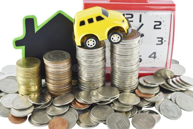 Horloge, voiture, maison et argent Le temps, c'est de l'argent concept photographie stock libre de droits