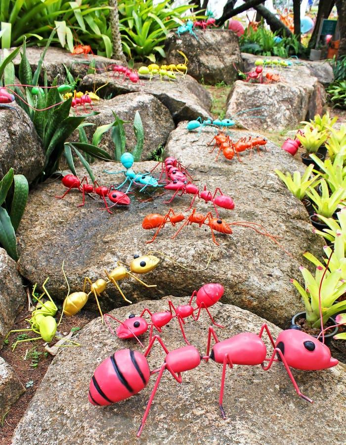 Hormigas gigantes sint ticas de pthe como decoraci n del for El jardin del gigante