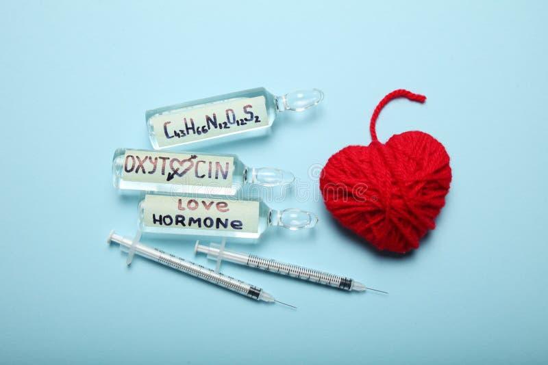 Hormone d'oxytocine de biochimiste, biotechnologie chimique Concept d'hormone d'amour images libres de droits