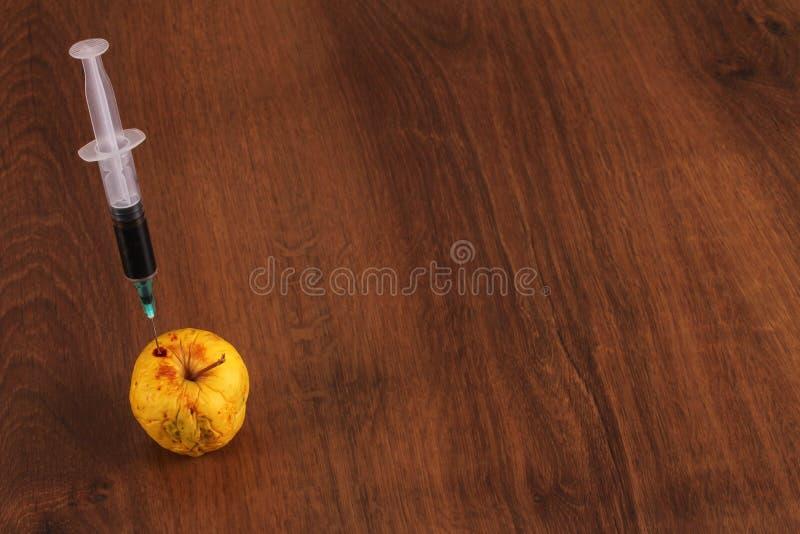 Hormoon Apple op het Hout royalty-vrije stock afbeeldingen