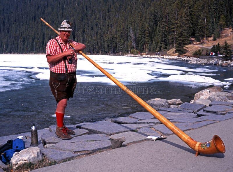 Horn- blåsare på Lake Louise arkivbild
