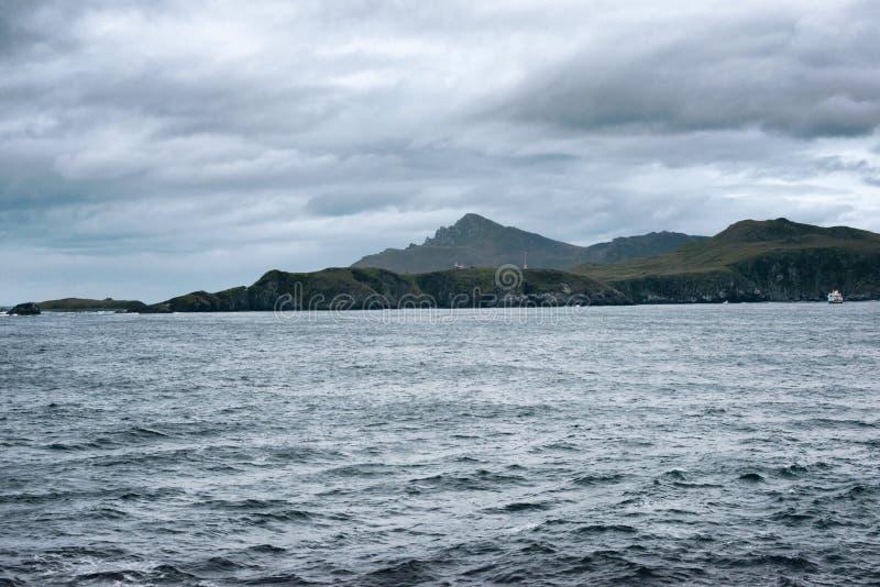 Horn- fyr för udde med den utpost- och Chile flaggan, Drake Passage arkivbild