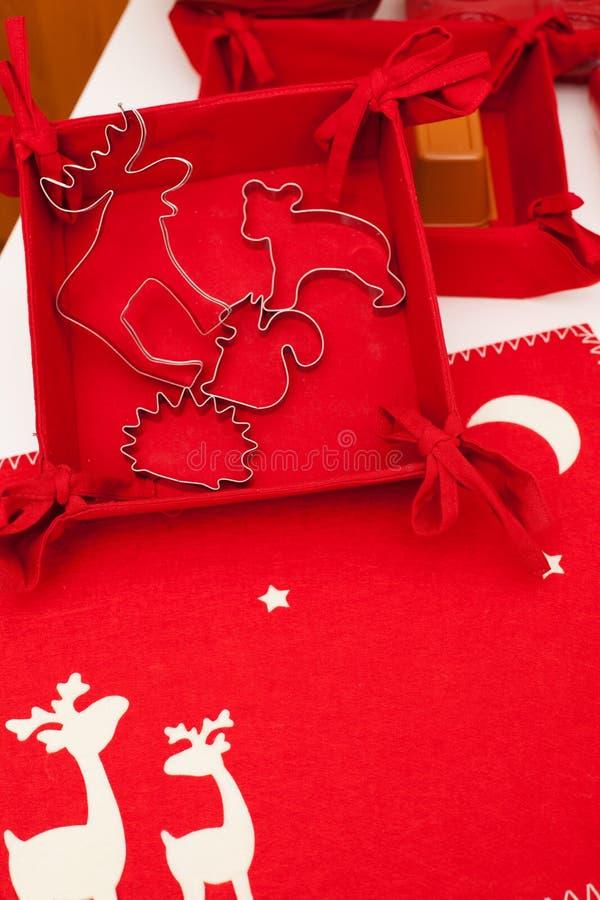 Hornada de la torta Tiempo de la Navidad imagen de archivo libre de regalías