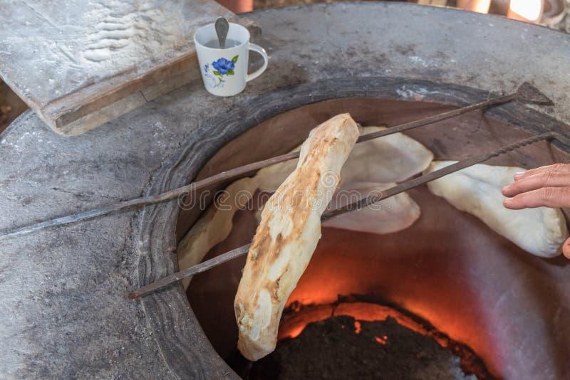 Hornada georgean del pan de la tradición fotografía de archivo