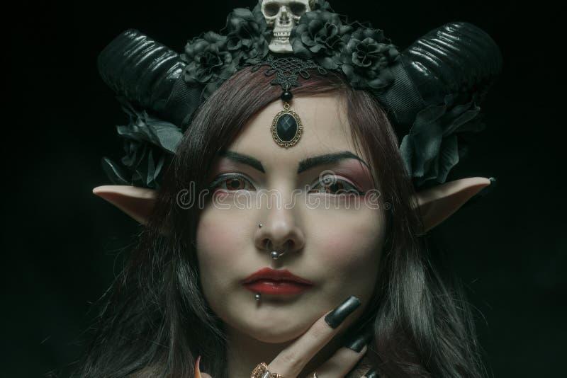 Horned asiatisk flicka royaltyfri bild