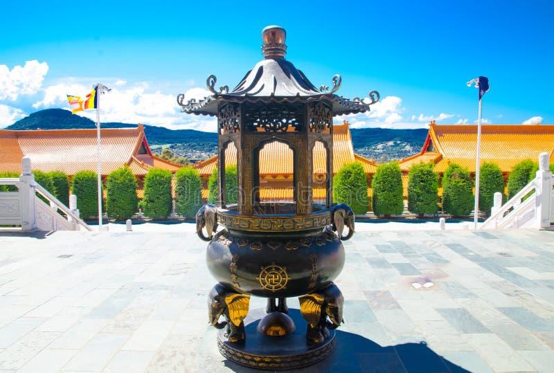 Hornilla de incienso antigua icónica delante de Nan Tien Temple, Berkeley, Nuevo Gales del Sur fotografía de archivo