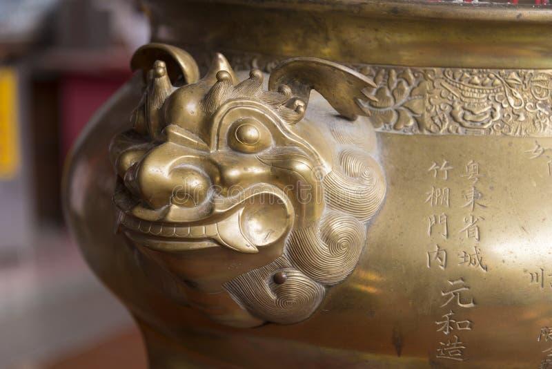 Hornilla de incienso de bronce en Kek Lok Si Temple en la isla de Penang, Malasia fotografía de archivo