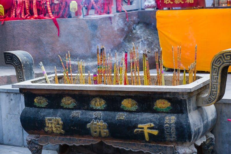 Hornilla de incienso china del templo fotos de archivo