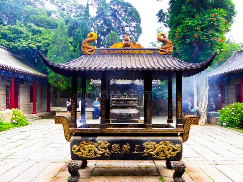 Hornilla de incienso de Laoshan Taiqinggong fotos de archivo