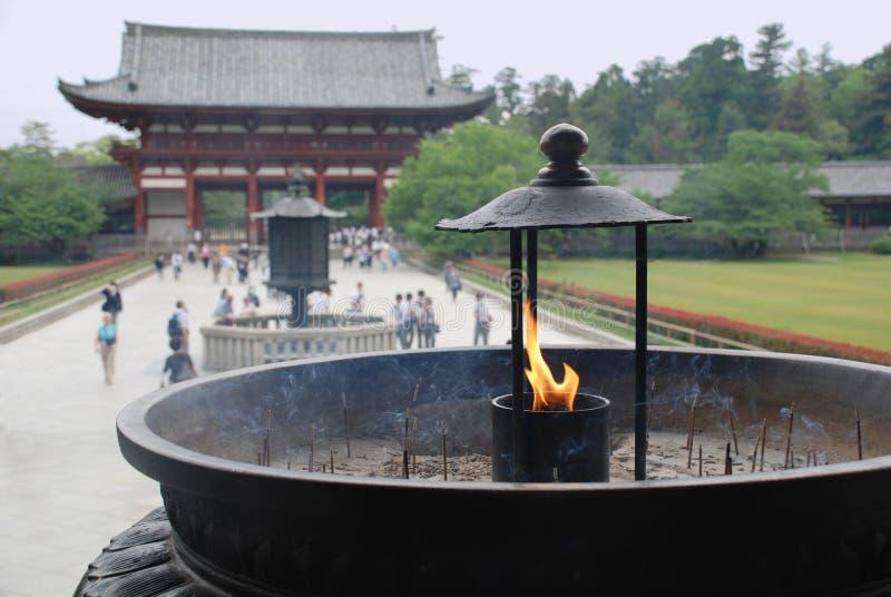 Hornilla de incienso en el templo de Todaiji foto de archivo