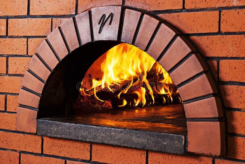 Horno de la pizza del ladrillo foto de archivo libre de regalías