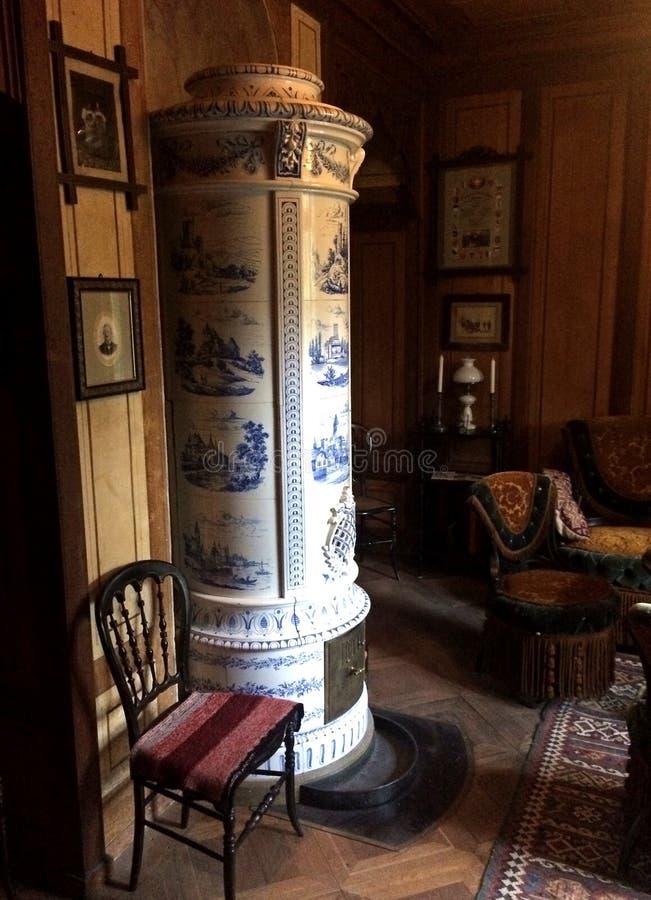 Horno de madera de baldosa cerámica del Viejo Mundo imagenes de archivo