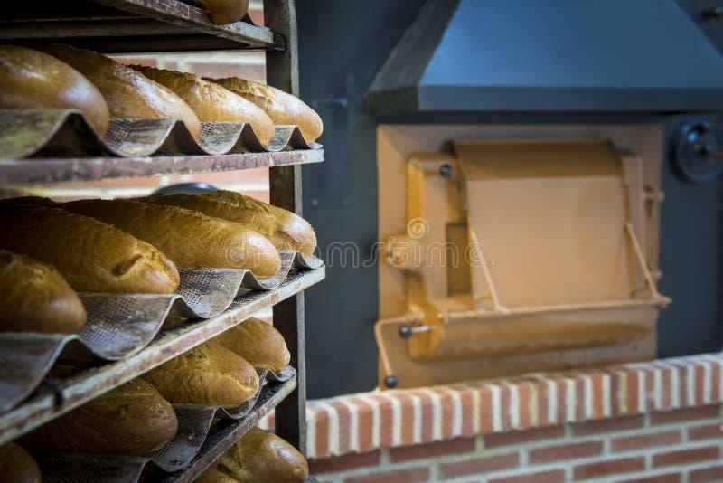 Horno de madera tradicional en una panadería foto de archivo libre de regalías