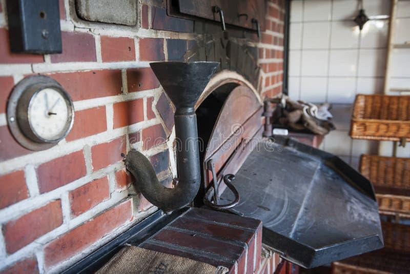Horno de panadería en una panadería antigua imágenes de archivo libres de regalías