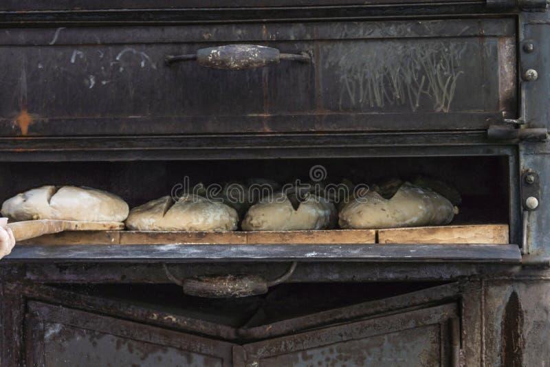 Horno viejo para la fabricación de pan hecha a mano foto de archivo