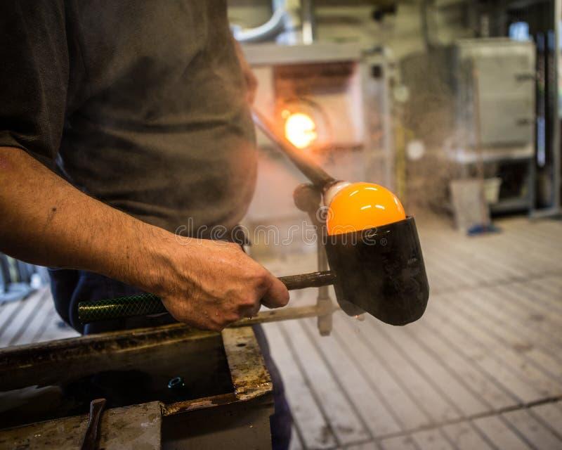 Hornos en la fábrica de cristal foto de archivo