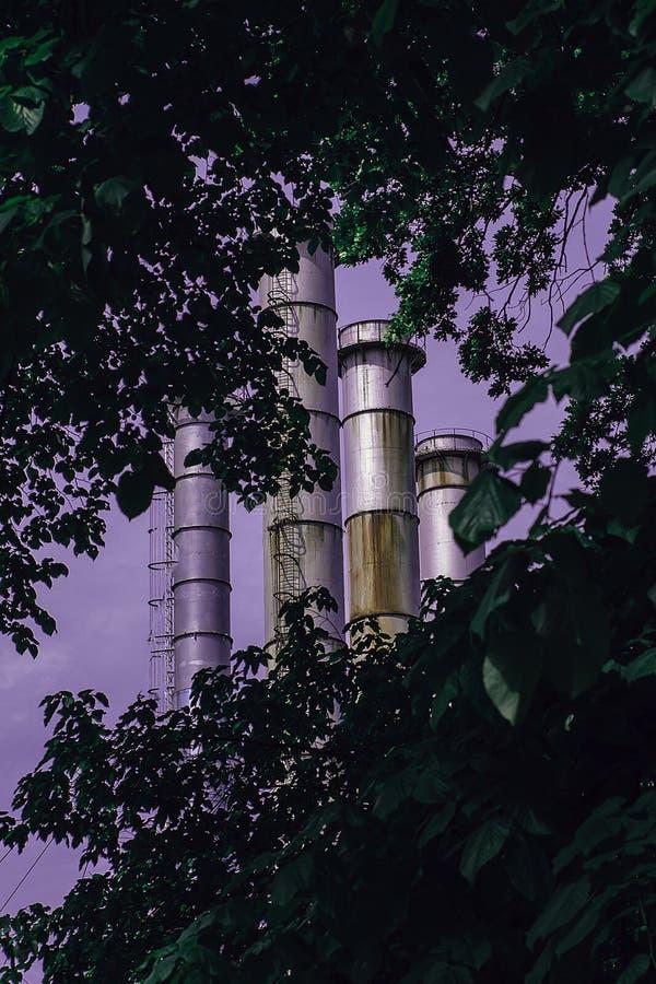 Hornos urbanos de la selva, de la naturaleza y de la fábrica fotografía de archivo libre de regalías