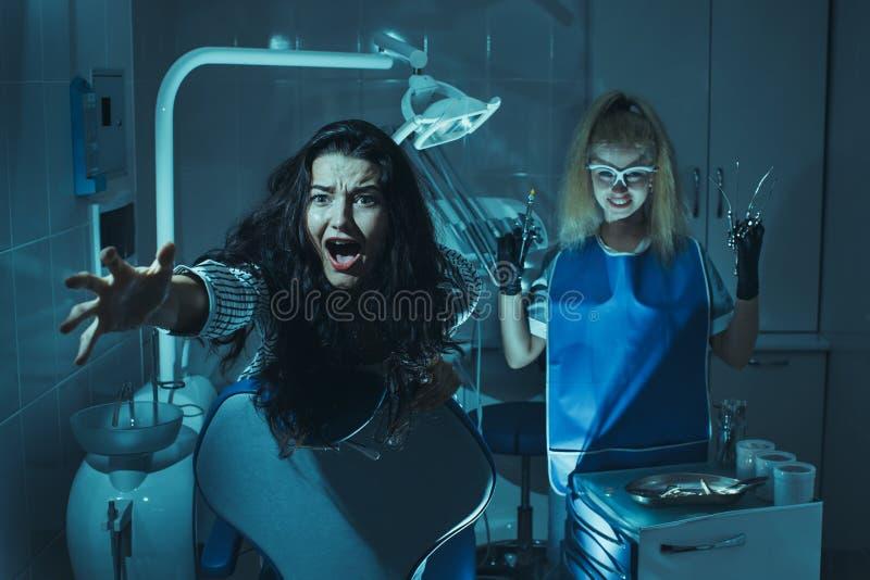 Horror scena w dentysty biurze obraz stock