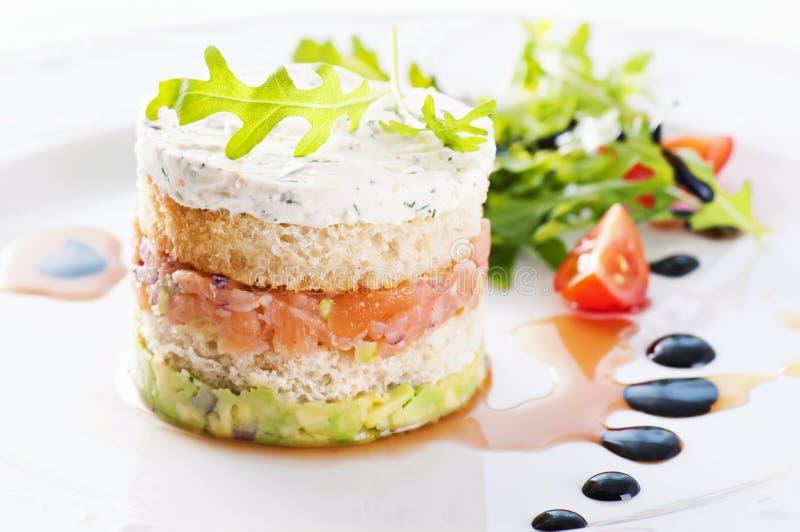 Hors-d'oeuvres avec des saumons photos stock