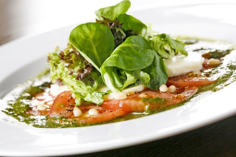 hors-d'oeuvres de salade de mozzarella images stock