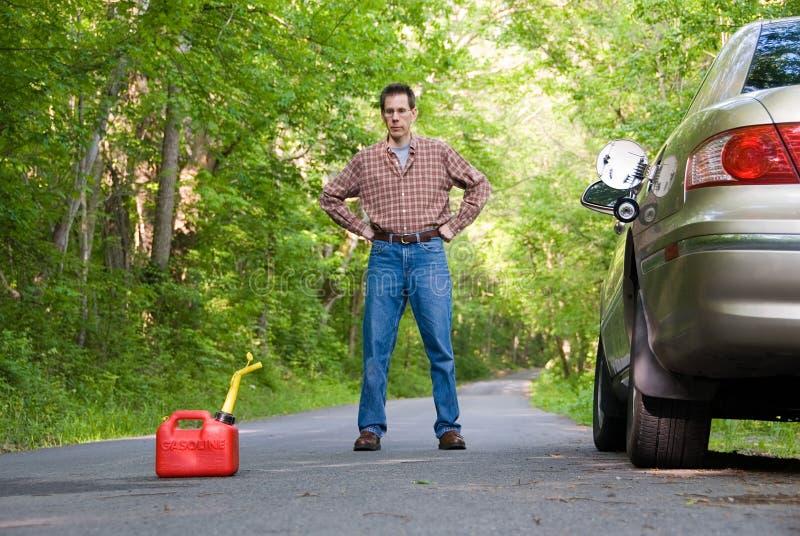 Download Hors du gaz photo stock. Image du occasionnel, désolé, vert - 739186