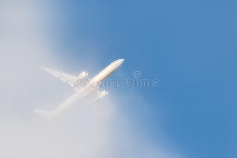 Hors du nuage images libres de droits