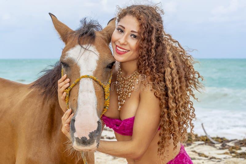 And Horse modelo moreno hispánico imágenes de archivo libres de regalías