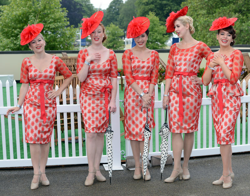 Download Horse Racing,Ladies Day At Ascot Editorial Photography - Image of headgear, smile: 25479567