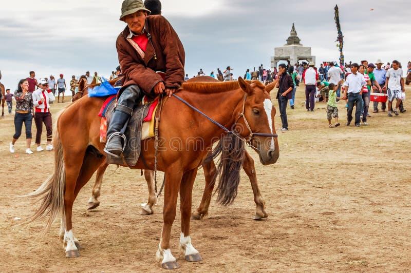 Horseback espectador, corrida de cavalos de Nadaam, Mongólia fotografia de stock