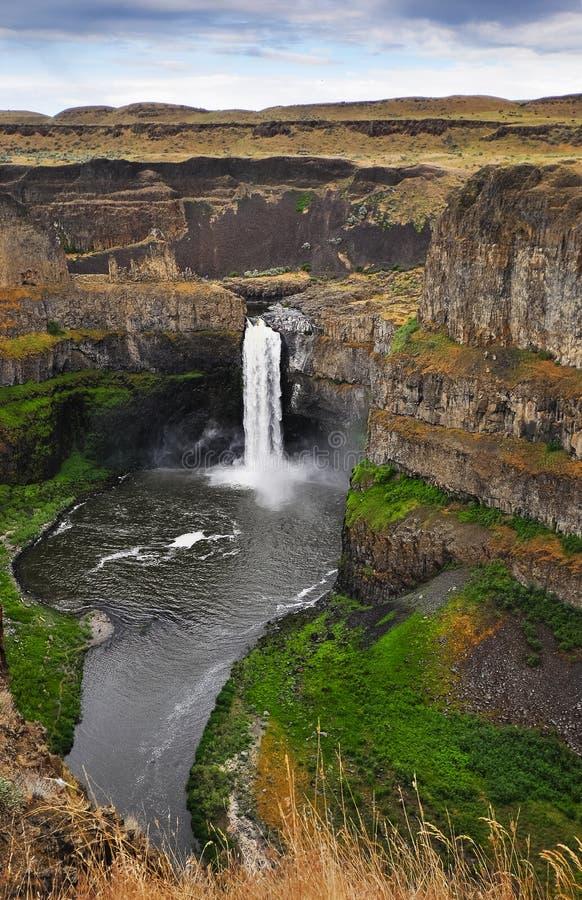 Horseshoe водопад в скалистых горах стоковые изображения rf
