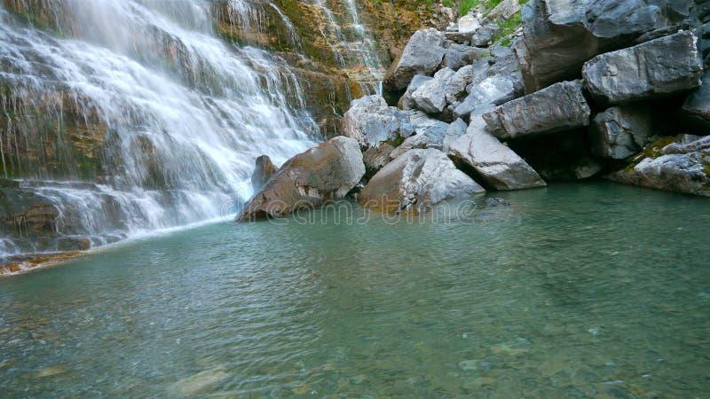 Horsetail waterval, Ordesa, Spanje royalty-vrije stock foto's